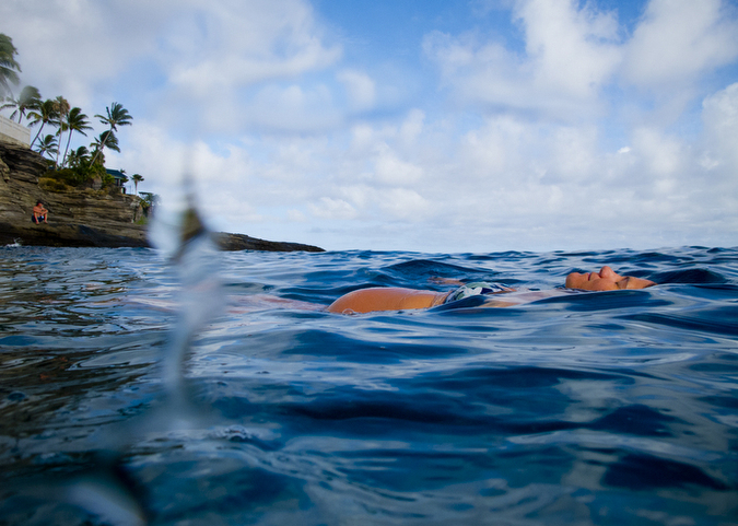 Underwater pregnancy photos in the ocean in Hawaii.